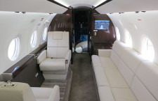 Gulfstream G280 cabin interior with divan (Photo credit: JetRequest.com)