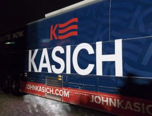 John_Kasich_campaign_bus_Hooksett_NH_2016